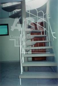 Escada J