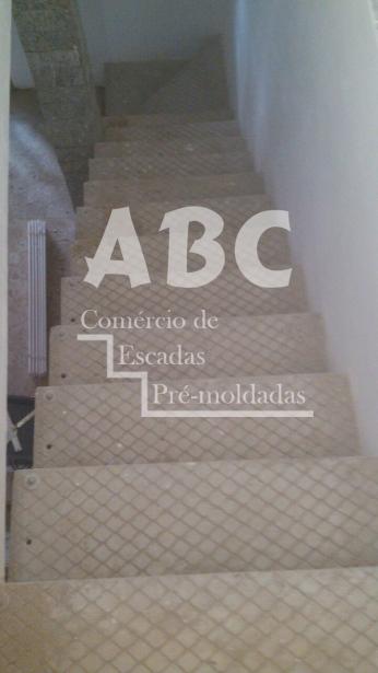 Escada L
